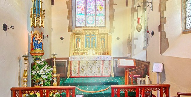 walsingham-altar-with-our-lady-and-child-jesus